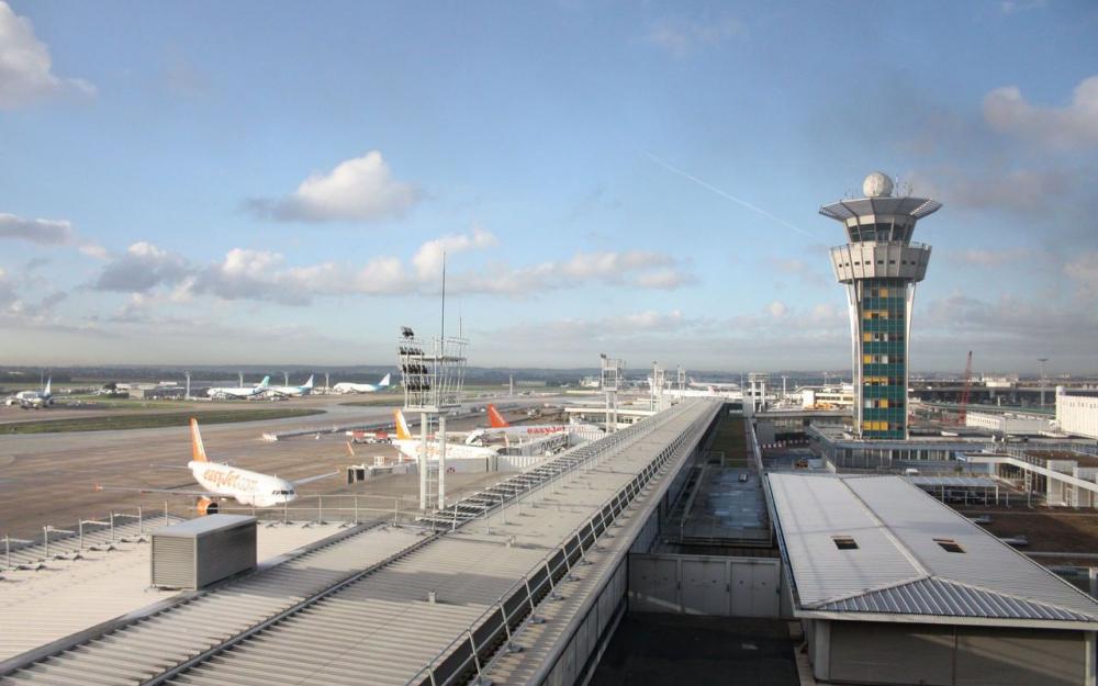 Aéroport d'Orly. Le Parisien